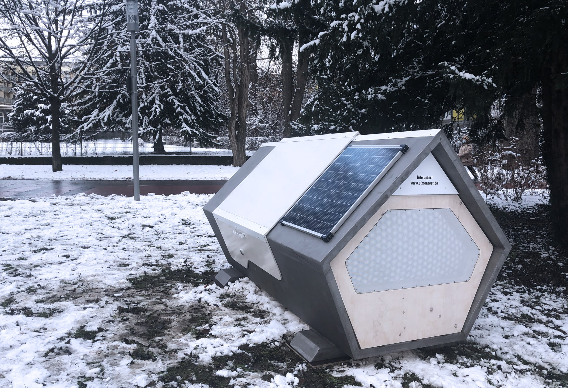 GERMAN CITY INSTALLS THERMALLY INSULATED SLEEPING PODS FOR THE HOMELESS PhpNTygYR